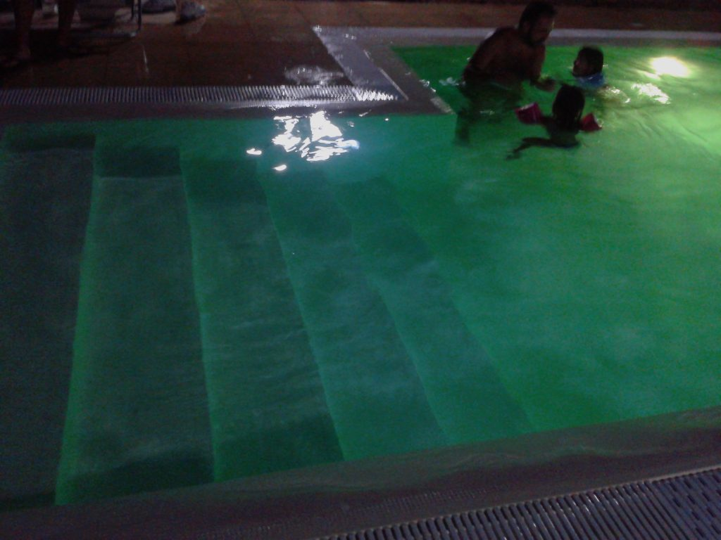 luce a led in piscina