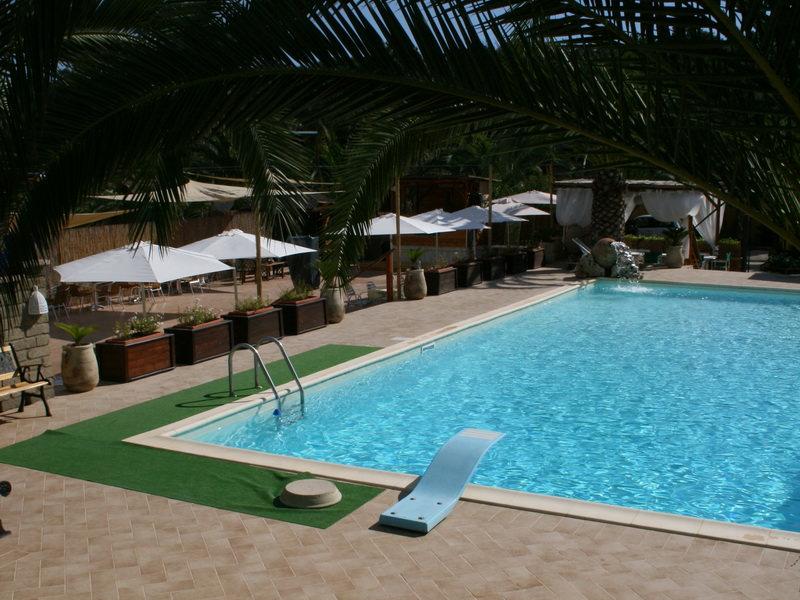 Piscine interrate in cemento vendita installazione piscine a roma e latina - Piscine in cemento ...