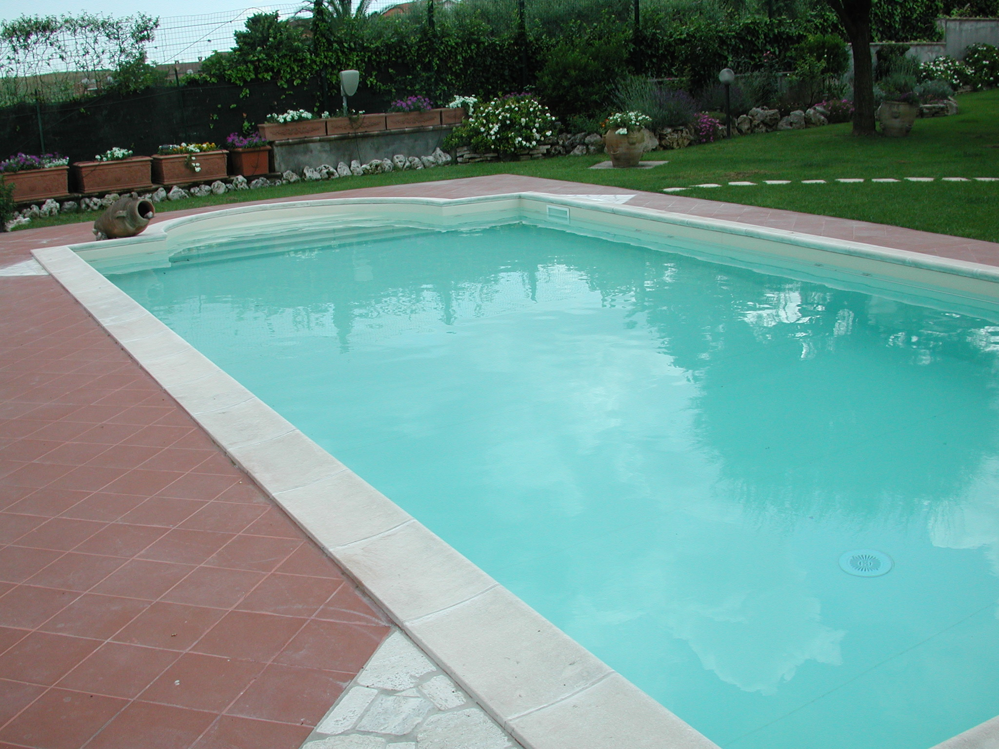 Piscina in cemento da ristrutturare vendita for Piscina wellness roma