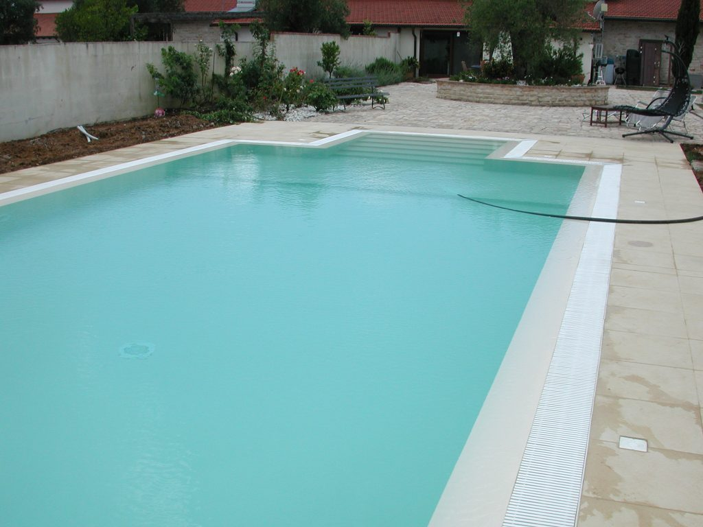 piscina in cemento recuperata