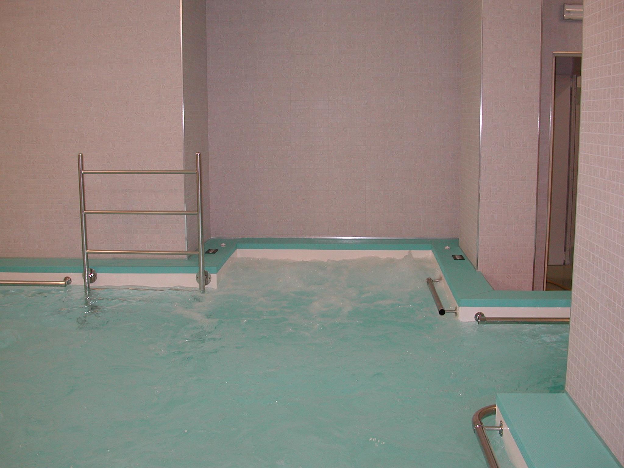 seduta idromassaggio in piscina terapeutica Roma