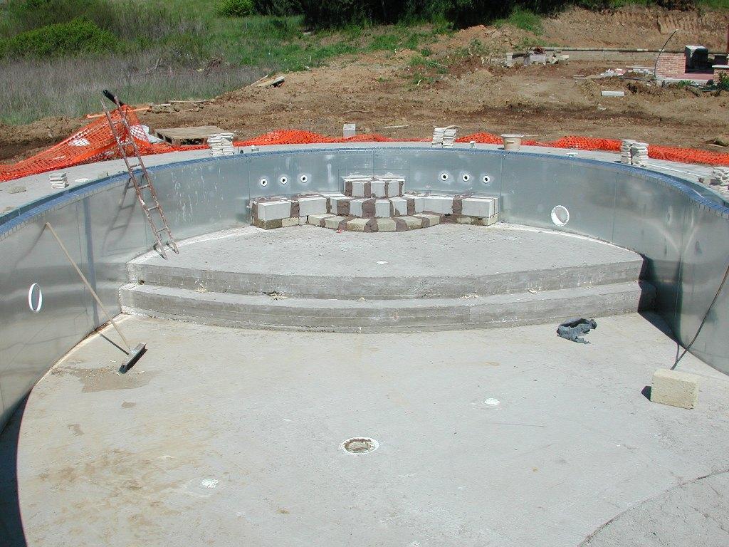 scalinata piscina in opera su misura