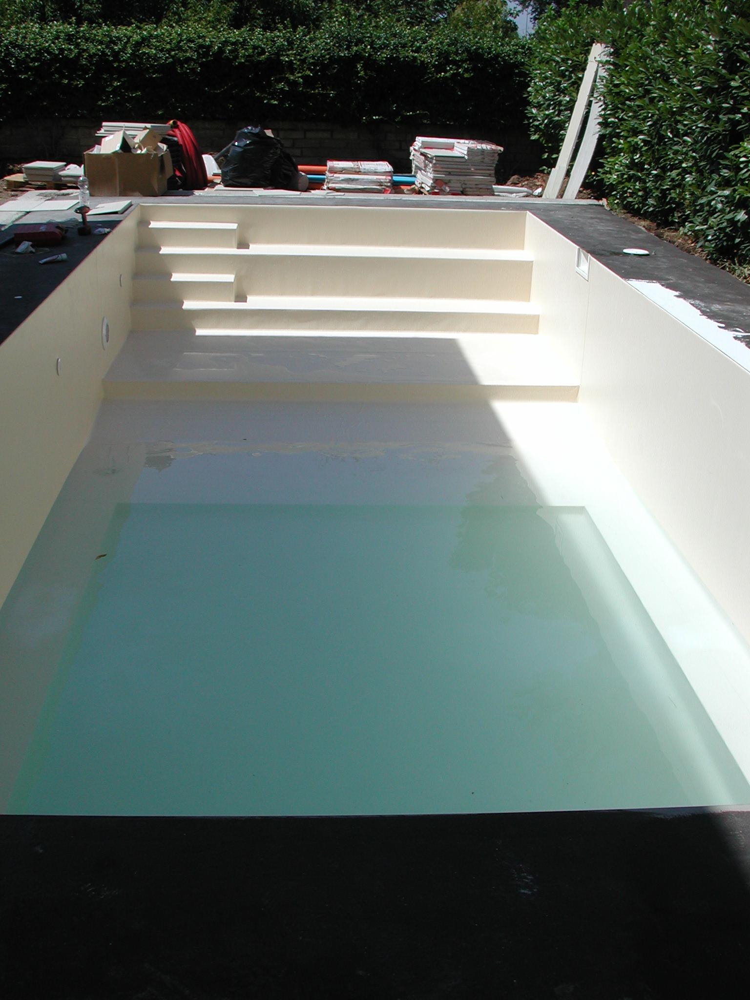 Piscina interrata in pannello for Luci per piscina fuori terra