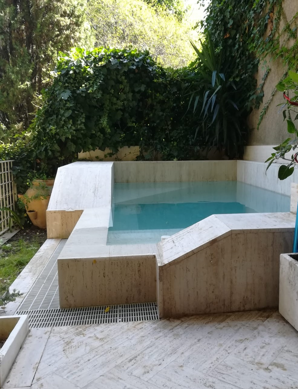 piscina relax in giardino