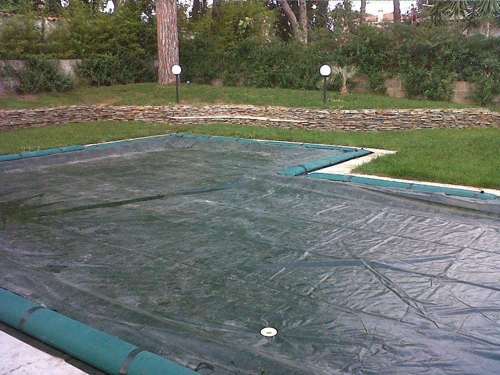 Come pulire un telo di copertura - Costi manutenzione piscina ...