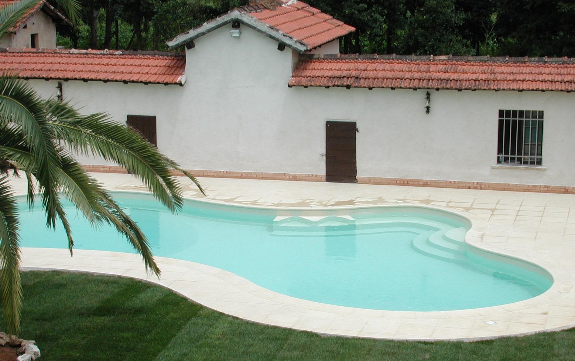 Piscina personalizzata   vendita installazione piscine a roma e latina