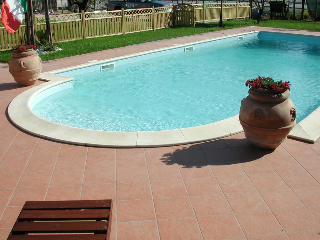 installazione piscina in cemento