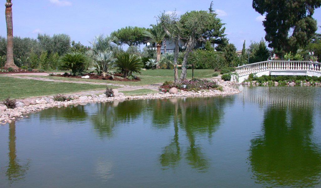 Laghi artificiali cascate fontane e giochi d'acqua