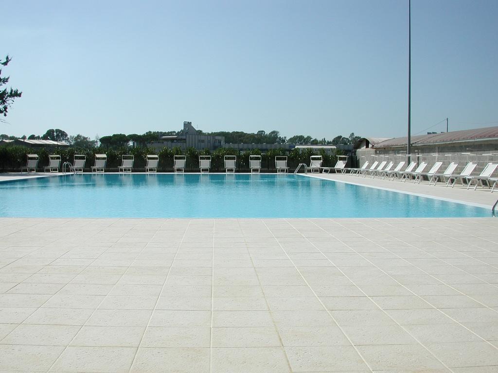 piscine a latina