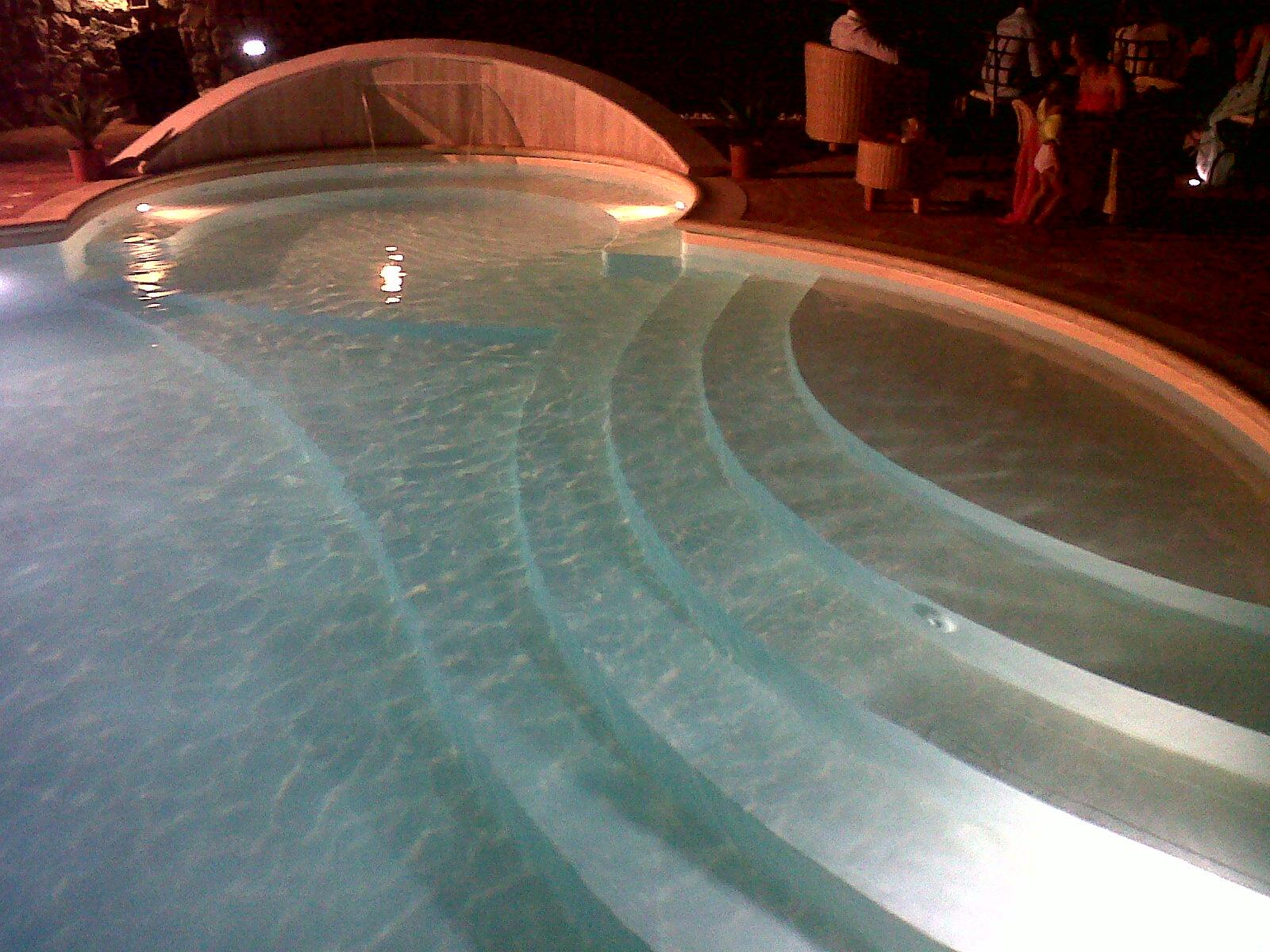 piscina con pvc colore sabbia