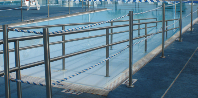 Piscina e handicap vendita installazione piscine a roma for Piscine adaptee handicap