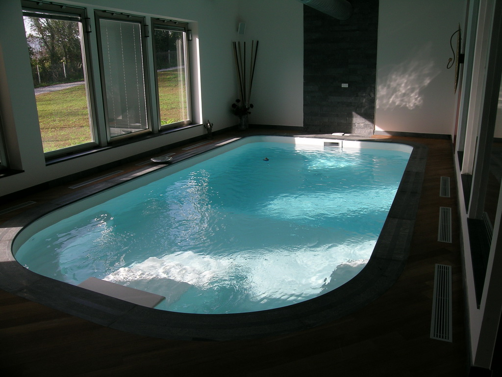Piscine interne riscaldate vendita installazione piscine - Piscina in casa ...