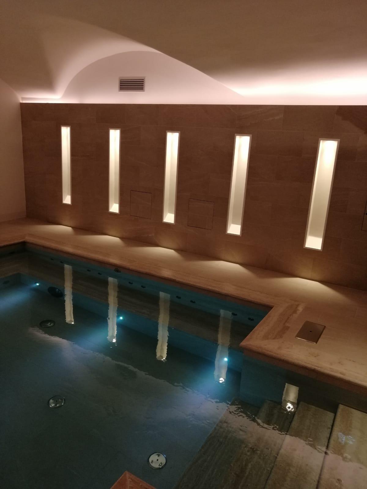 piscina idromassaggio centro benessere in hotel