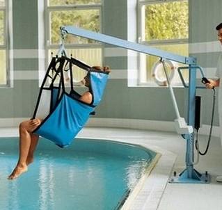 sollevatore disabili in piscina